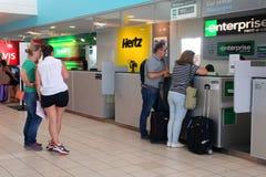 Contadores del alquiler de coche en el aeropuerto imágenes de archivo libres de regalías