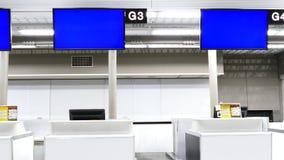 Contadores del incorporar del aeropuerto con las pantallas azules metrajes