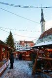 Contadores en el mercado de la Navidad en la vieja plaza Imagenes de archivo