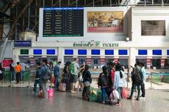 Contadores que marcan en Hua Lamphong Railway Station en Bangkok Imagenes de archivo