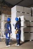 Contagem de dois trabalhadores da construção imagens de stock