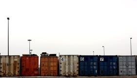 Container colorati tutti in una riga Immagini Stock Libere da Diritti