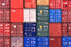 Container del trasporto ai bacini di Southampton nel Regno Unito 2018 fotografia stock libera da diritti