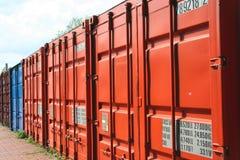 Container in een rij Stock Fotografie