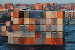 Container impilati in porta in Florida Fotografie Stock Libere da Diritti