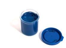 Container met blauwe verf royalty-vrije stock fotografie