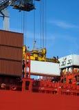 Container op rood schip Stock Fotografie