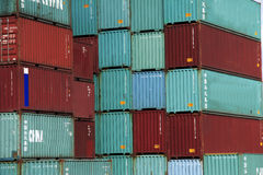 Container in rood en groen Stock Foto