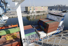 Container-ship in haven royalty-vrije stock foto