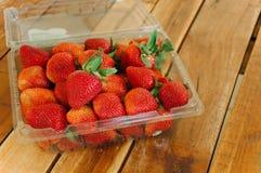 Container van de Lente Strawberres Royalty-vrije Stock Afbeelding