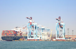 container vessel unloaded in Port of kaohsiung Royalty Free Stock Photos