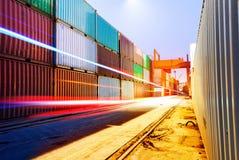 Containerbahnhof lizenzfreie stockfotos