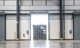 Containerdoos op vrachtwagen Stock Foto