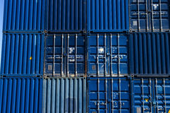 Containeres da carga azuis Imagem de Stock