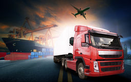 Containerfahrzeug, Schiff im Hafen und Frachttransportflugzeug im transpo Lizenzfreie Stockbilder