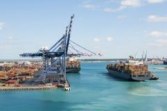 Containerhafen-Schiff Lizenzfreies Stockbild