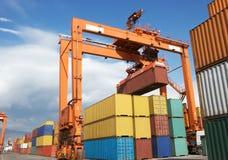 Containers AR bij de haven, Vracht Transportatio Royalty-vrije Stock Afbeeldingen