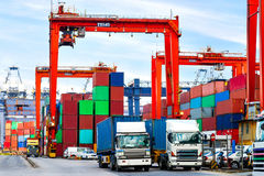 Containers bij de commerciële haven van Hong Kong Stock Foto