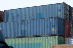 Containers bij haven Royalty-vrije Stock Afbeeldingen