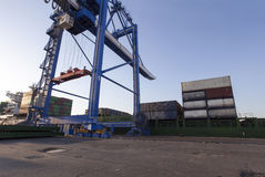 Containers onder verrichting Royalty-vrije Stock Fotografie