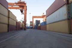 Containers onder verrichting Stock Foto