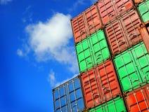 Containers op een dok stock fotografie