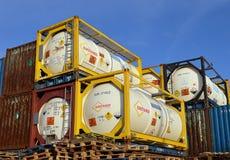 Containers waterstofperoxyde bij de Haven van Aberdeen, Schotland stock fotografie