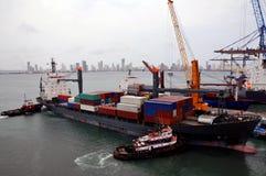 containersand dock ship royaltyfri fotografi