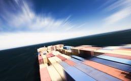 Containerschiff in der Bewegung Stockfoto