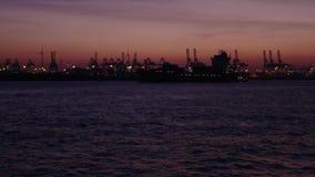 Containerschiff am Hafen von Hamburg stock footage