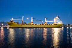 Containerschiff im Amsterdam Coenhaven Stockfoto
