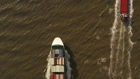 Containerschiff im Export und im Import Fracht der internationalen Schifffahrt stock video