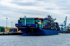 Containerschiff registriert in Liberia Stockbild