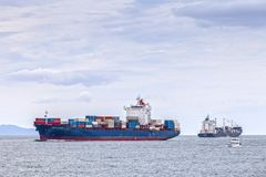 Containerschiff Tauranga Neuseeland Stockfotos