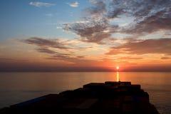 Containerschiff und Sonnenuntergang Lizenzfreies Stockbild