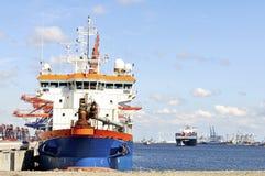 Containerschiff und Versuchsboot Lizenzfreies Stockbild