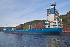 Containerschiff unter svinesund Brücke, Bild 7 Stockbild