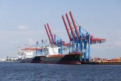 Containerschiffe in Hamburg, Deutschland Lizenzfreies Stockbild
