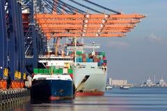 Containerschiffe Portrotterdam lizenzfreie stockbilder