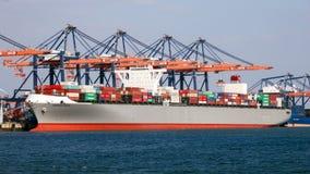 Containerschiffhafen-Versandanschluß lizenzfreies stockbild