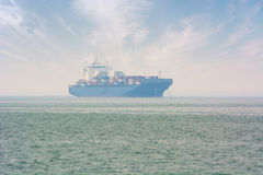 Containerschip bij Anker dichtbij Georgetown, Penang, Maleisië Stock Fotografie