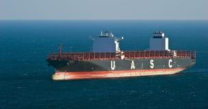 Containerschip Jebel die Ali zich op de wegen bij anker bevinden De Baai van Nakhodka Van het oosten (Japan) het Overzees 18 02 2 Stock Afbeeldingen