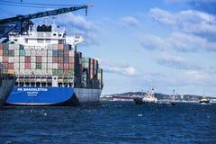 Containerschip klaar voor vertrek stock fotografie