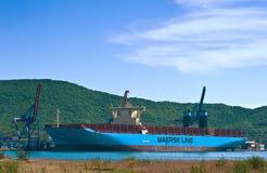 Containerschip Marstal Maersk bij de pijlerterminal De Baai van Nakhodka Van het oosten (Japan) het Overzees 30 05 2014 Royalty-vrije Stock Foto