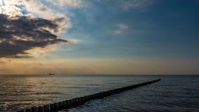 Containership и groyne с солнечными лучами Стоковые Фотографии RF