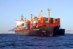 Containership de Handelaar van Calais in Algeciras baai in Spanje wordt verankerd dat Royalty-vrije Stock Afbeelding