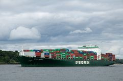 Containership in haven Stock Foto