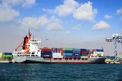 Containership Renate p состыковал в порте Аликанте в Испании Стоковое фото RF