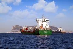 ContainershipContship GLÄDJE som ankras i den Algeciras fjärden arkivfoton