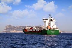 ContainershipContship GLÄDJE som ankras i den Algeciras fjärden Arkivbild